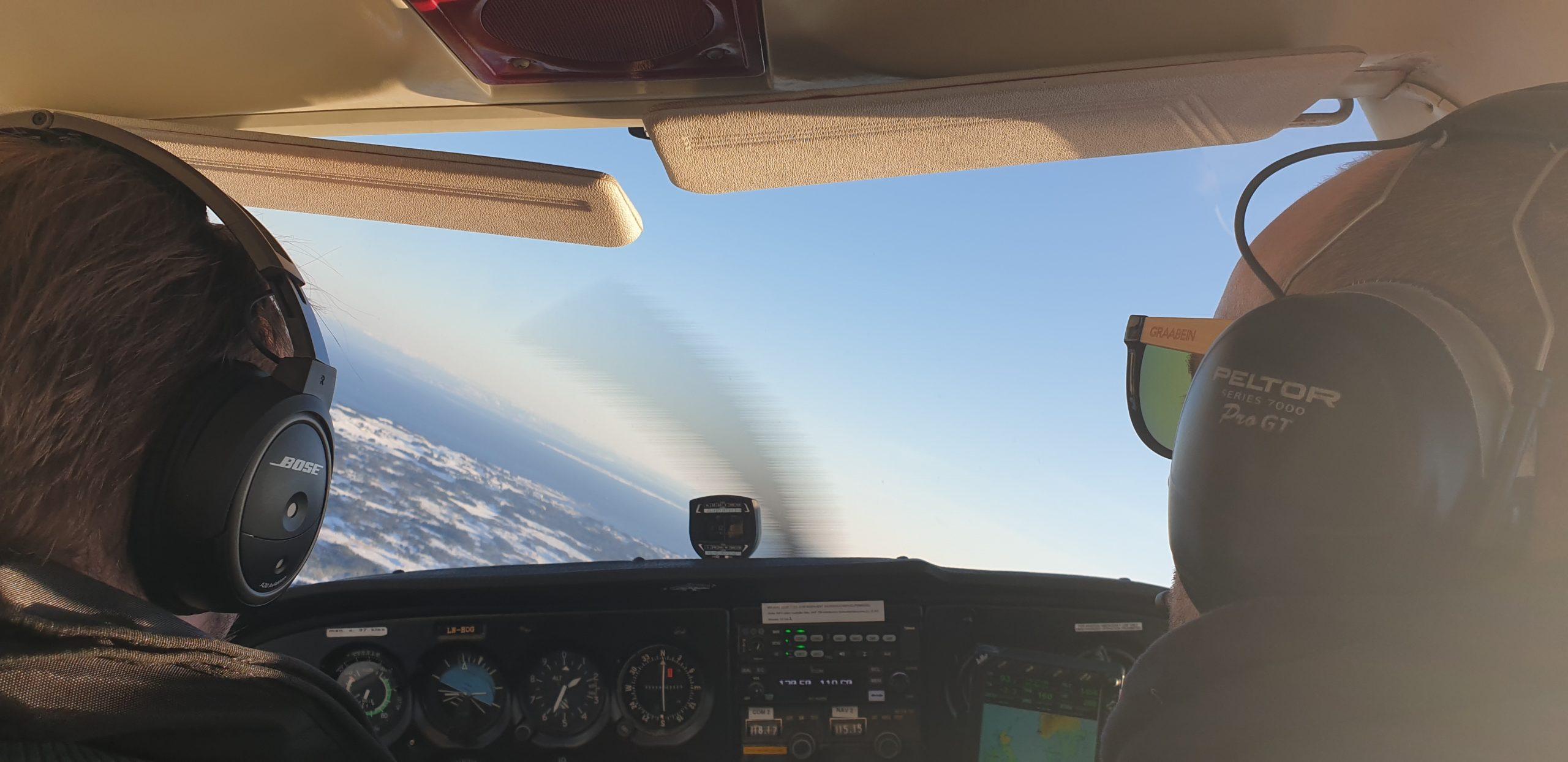 Full fart i flyskolen